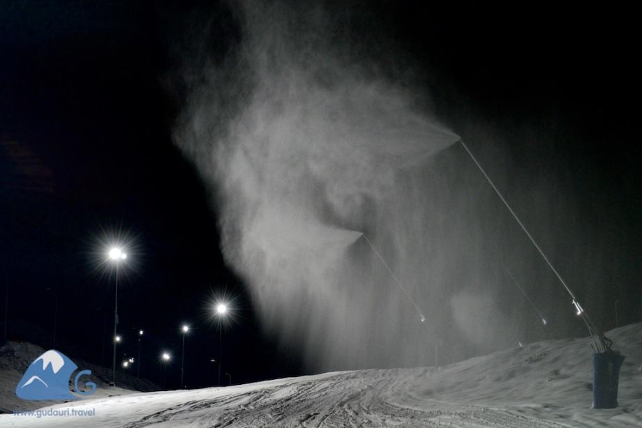 Снежные пушки в Гудаури